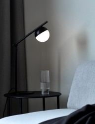 Lámpara de mesa negra esfera Nordlux Contina